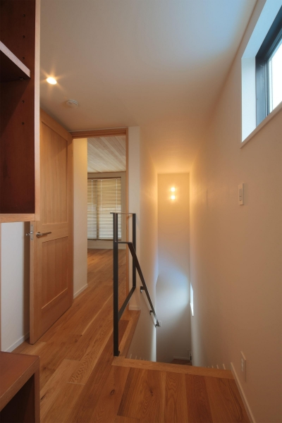 2F階段ホール (ウッドテラスの家・WOOD TERRACE HOUSE 東京都杉並区)