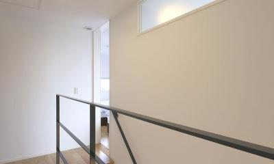 中庭を囲む高気密高断熱住宅・T-HOUSE morioka (2F 階段ホール)