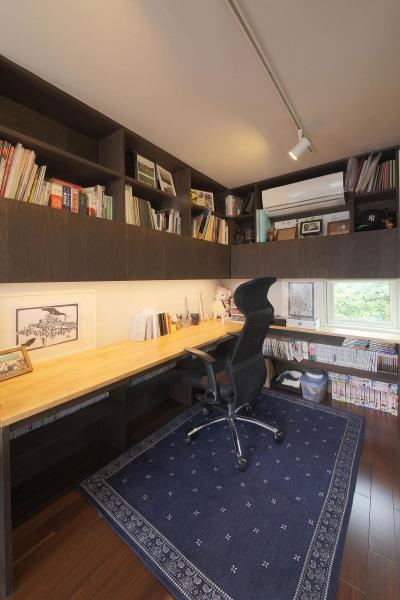 2F 子供室ワークスペース (中庭を囲む高気密高断熱住宅・T-HOUSE morioka)