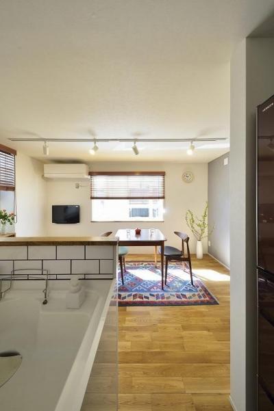 キッチン (小さな空間が光あふれる広々リビングに)