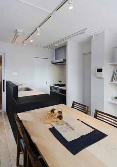 ダイニングキッチン (素材で仕切るやわらかな空間。)