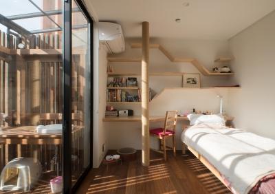 寝室 (CASE 480   大屋根の垂木の家)