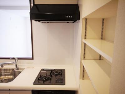 【マンション2LDK】シンプルでほど良くコンパクトに (キッチン壁のニッチ)