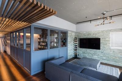 寝室 (石張り壁のあるフルリノベーション:『品川区五反田のリノベーション』)