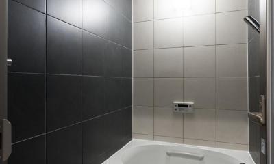 浴室|石張り壁のあるフルリノベーション:『品川区五反田のリノベーション』