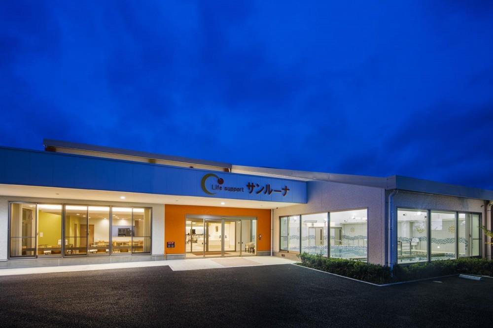 アクティブ&リラクゼーション |デイサービス (東側正面外観夕景|デイサービス|茨城県土浦市)
