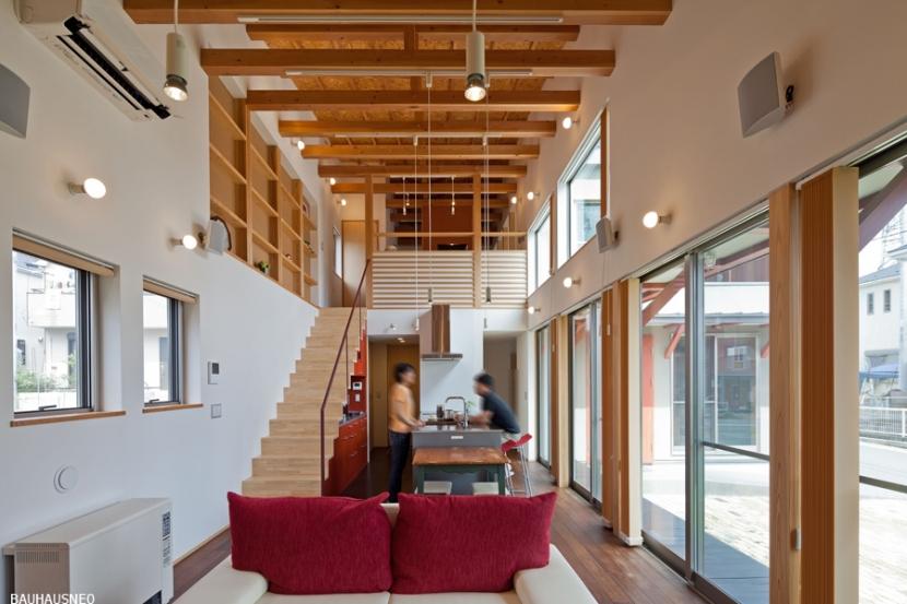 (東京都あきる野市)武蔵増戸のR屋根の家の部屋 吹き抜けのあるリビング