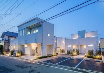 中庭のテラスハウス (南側外観夕景|中庭のテラスハウス|東京都足立区)