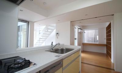 キッチン|東京都北区|中庭のある3階建ての家