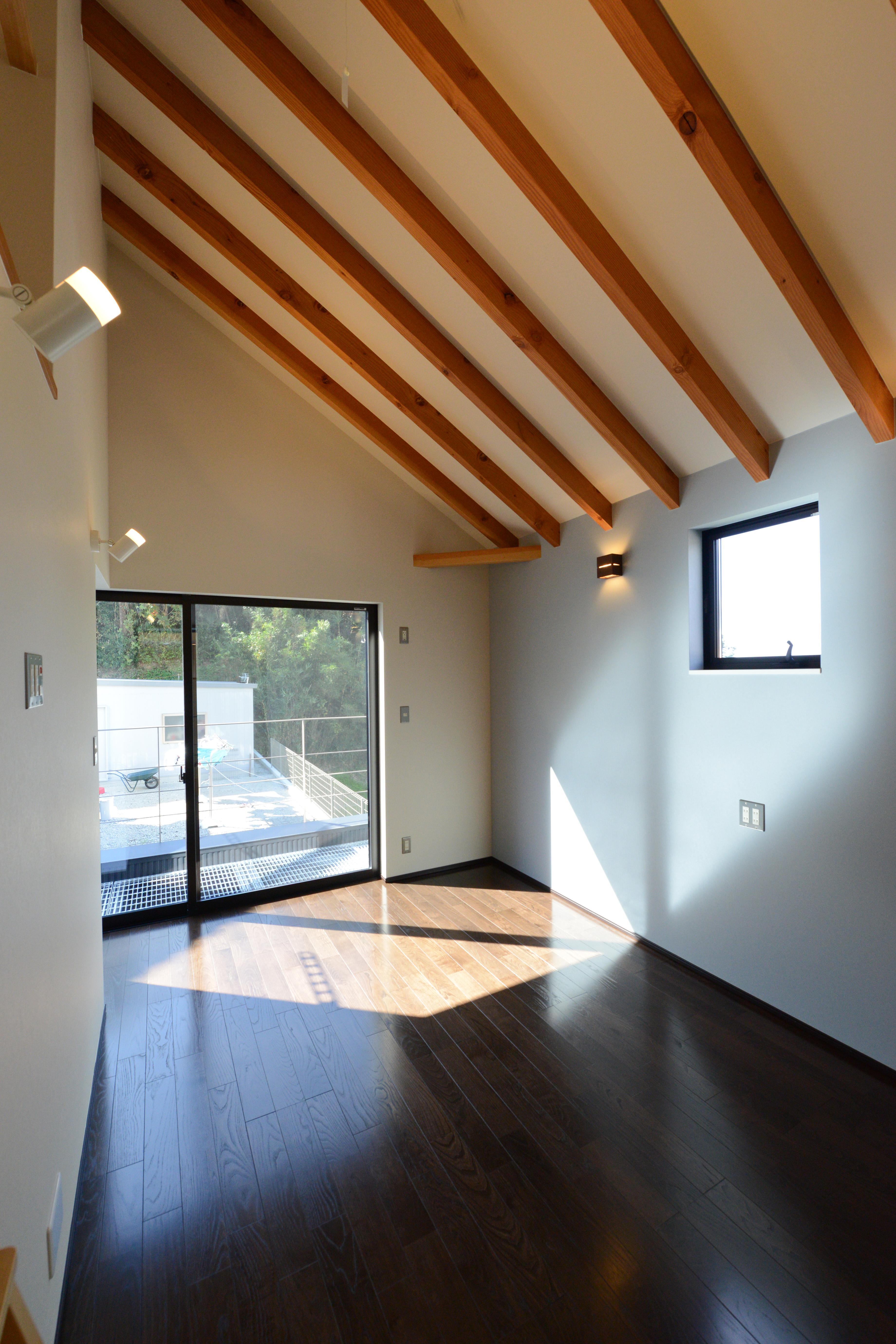 阿久比町の家の写真 光が差し込む洋室