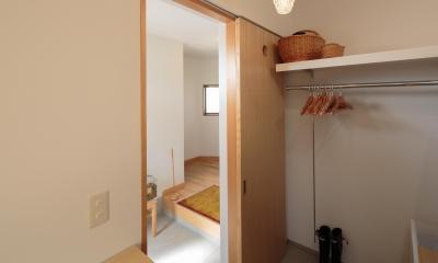 動線と収納を見直した家 (引き戸を開けると玄関へ)