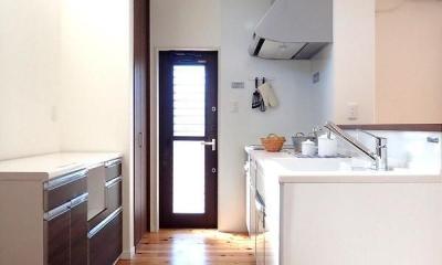 木の香りに包まれて心地よく暮らす家 (キッチン)