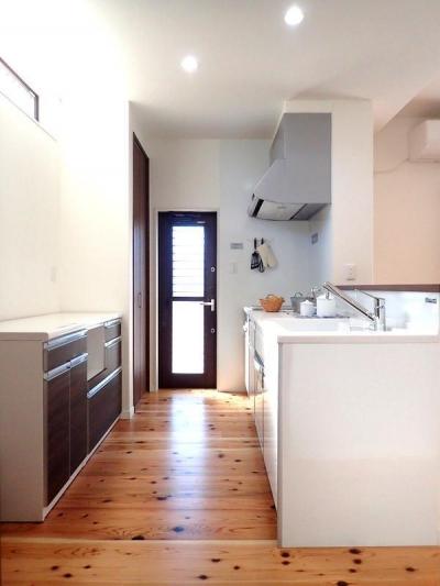 キッチン (木の香りに包まれて心地よく暮らす家)