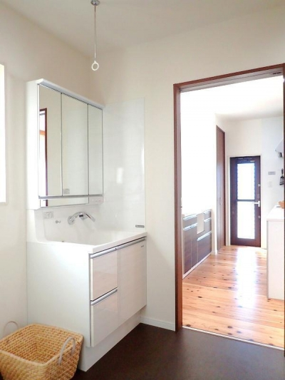 洗面室 (木の香りに包まれて心地よく暮らす家)