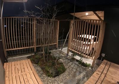 『片流れの家 シンボルツリーハウス』 (中庭)