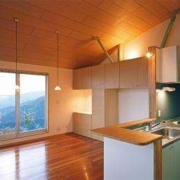 熱海・自然郷の家 (景色を見ながら料理をつくりたい…キッチン)