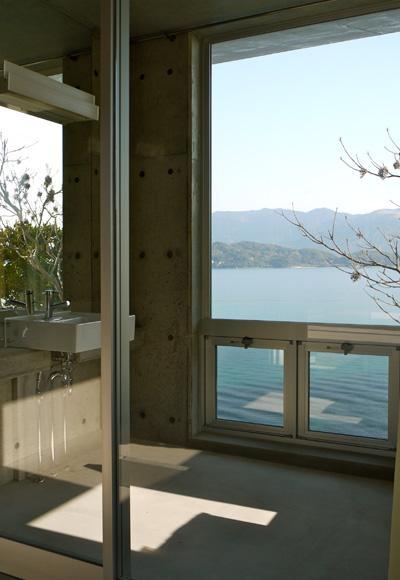 海の眺めを満喫できる浴室 (志摩船越の別荘)