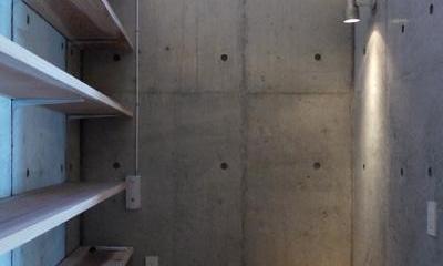 志摩船越の別荘 (作業用のカウンターに自然光を取り入れるハイサイドライト)