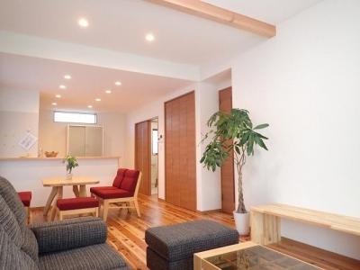 外断熱と無垢床で一年中快適に過ごす家 (リビング)