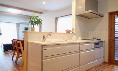 外断熱と無垢床で一年中快適に過ごす家 (キッチン)