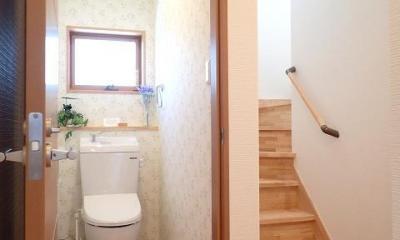 外断熱と無垢床で一年中快適に過ごす家 (トイレ)