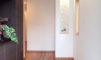 外断熱と無垢床で一年中快適に過ごす家 (玄関ホール)