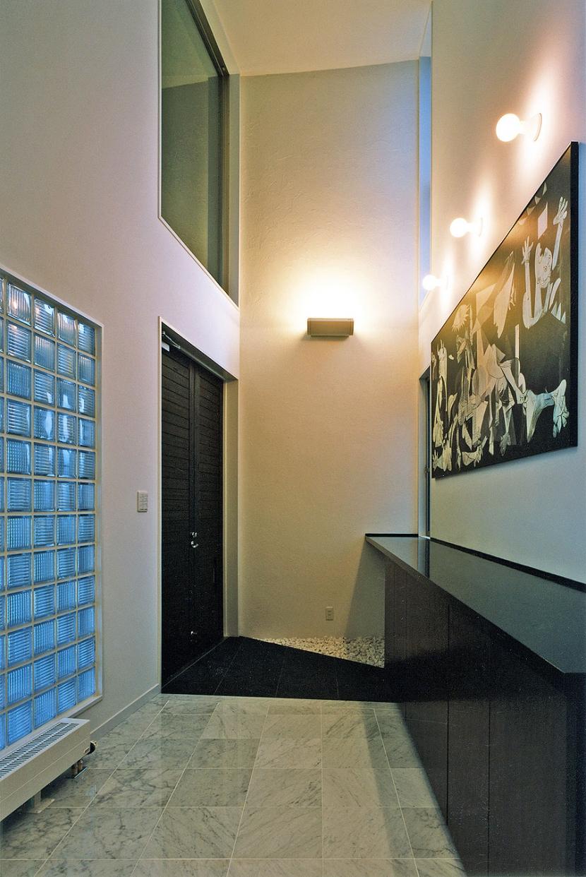 熱海桜沢別荘地のの共鳴BOXの写真 ピカソのゲルニカ(レプリカ)が飾られる玄関