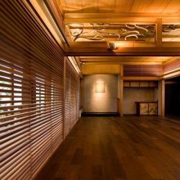 松楠居 (広縁と一体となった多目的スペース)