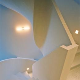 熱海桜沢別荘地のの共鳴BOX (オブジェの様につくりあげた螺旋階段)