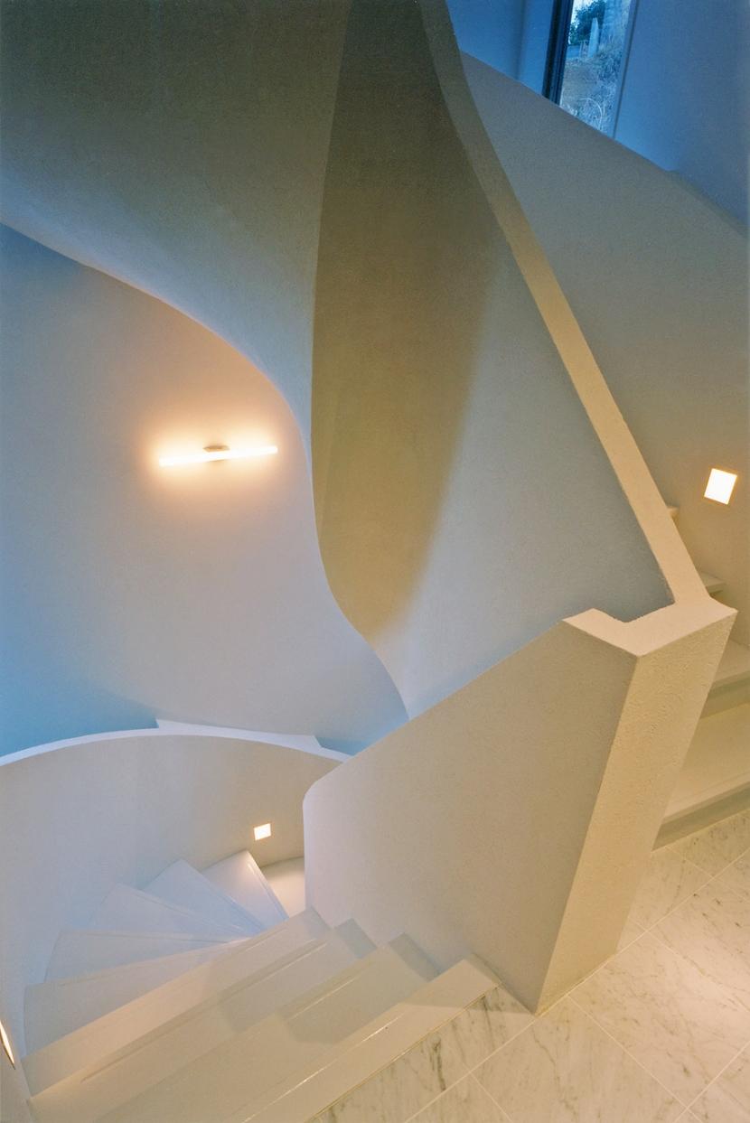 熱海桜沢別荘地のの共鳴BOXの写真 オブジェの様につくりあげた螺旋階段