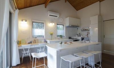 開放的なアイランドキッチン|子どもたちを見守れるキッチン