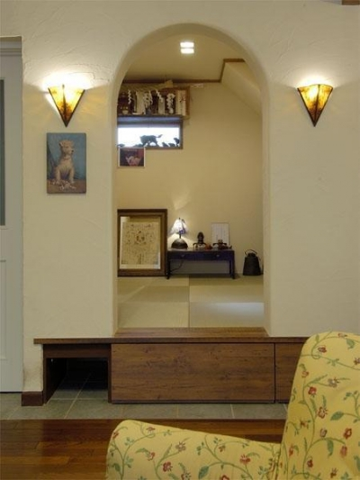 和室 (アンティークと和のスタイルが鮮やかに溶け合う住まい)