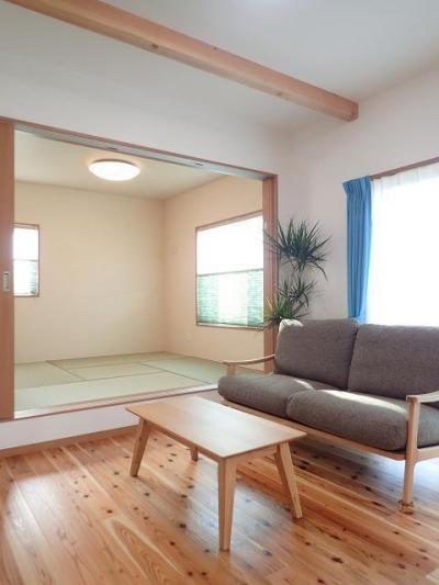 小上がり和室 (小上がり畳コーナーでリビングを開放した住まい)