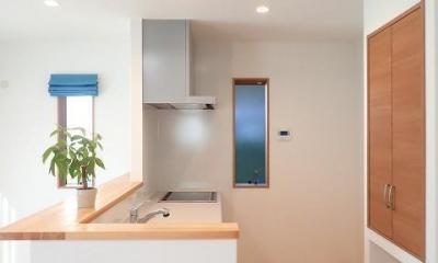 キッチン|小上がり畳コーナーでリビングを開放した住まい