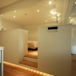 寝室、下部に間接照明