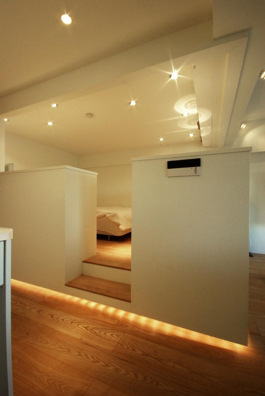 東大島 個人邸 リノベーションの写真 寝室、下部に間接照明