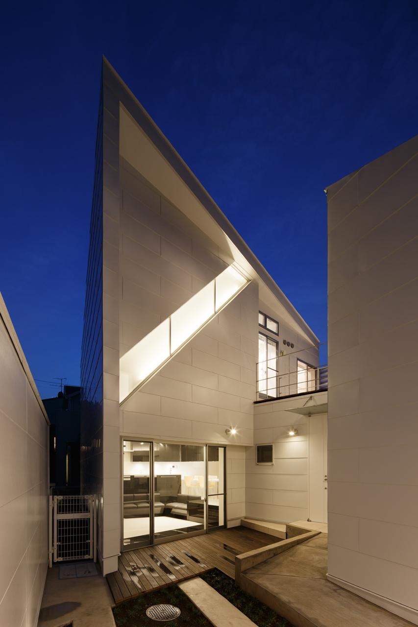 にこいち-はうす~アトリエのある家~の写真 リビングと一体感のあるウッドデッキ