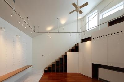 階段収納 (にこいち-はうす~アトリエのある家~)