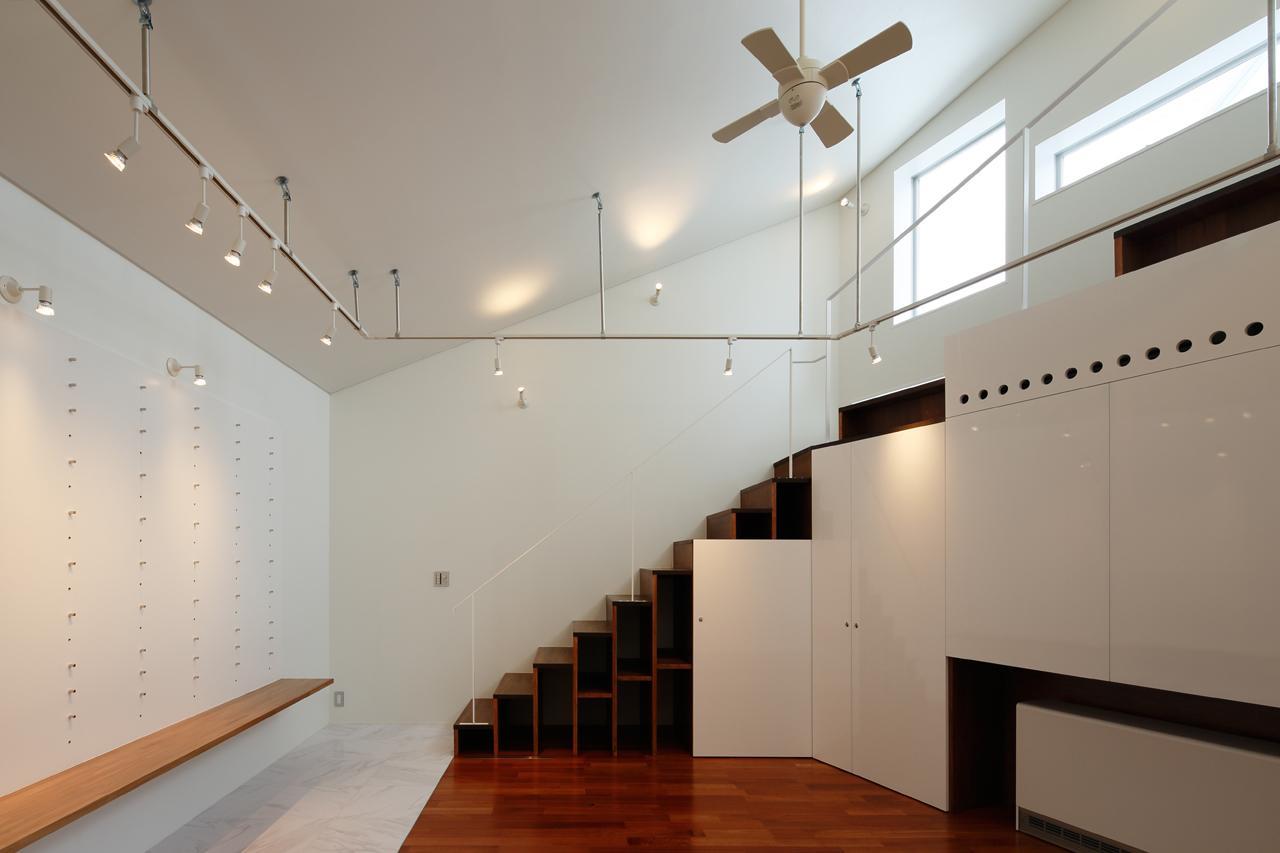 にこいち-はうす~アトリエのある家~の写真 階段収納