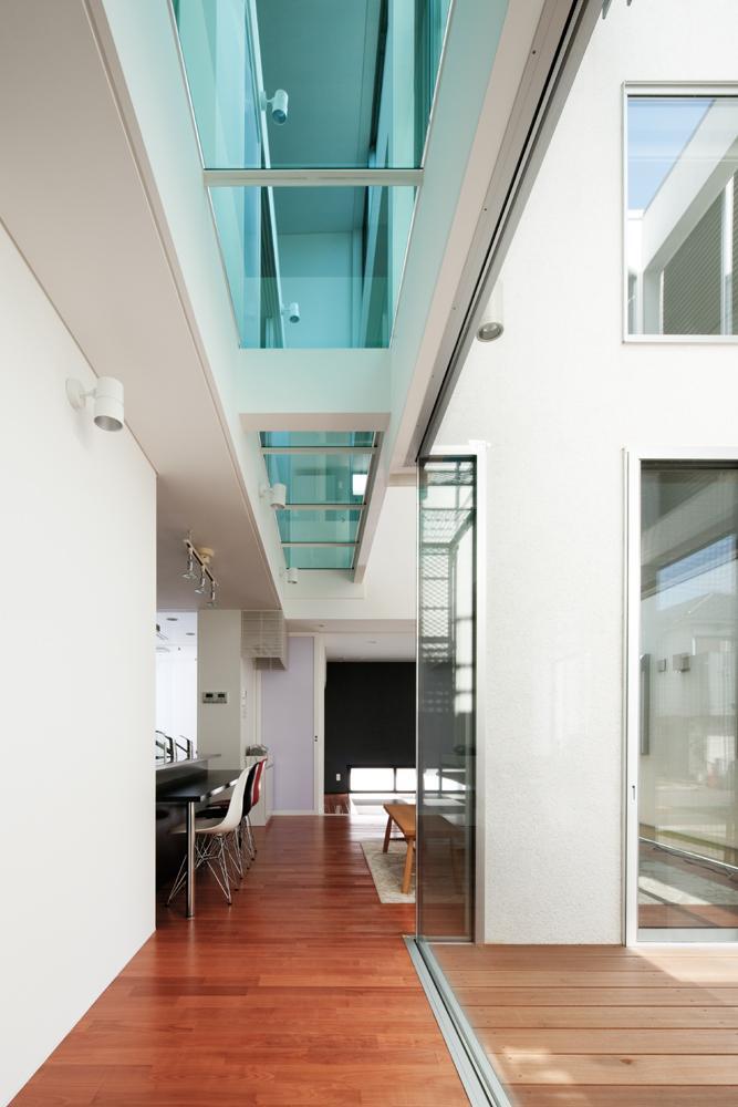 EXAMPLE-HOUSEの写真 開放的な廊下