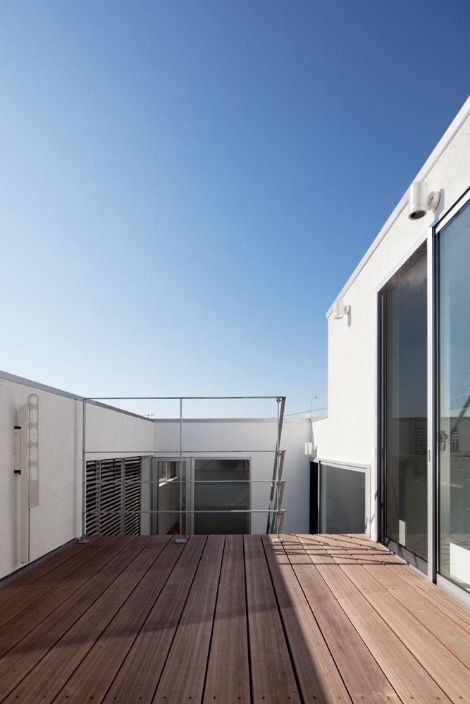 EXAMPLE-HOUSEの写真 大空を感じるバルコニー