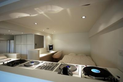 東大島 個人邸 リノベーション (DJブースから寝室)