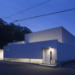 6COURT-HOUSE (外観-ライトアップ)