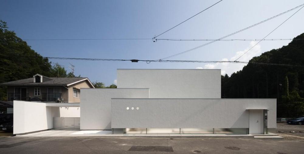 6COURT-HOUSE (外観)