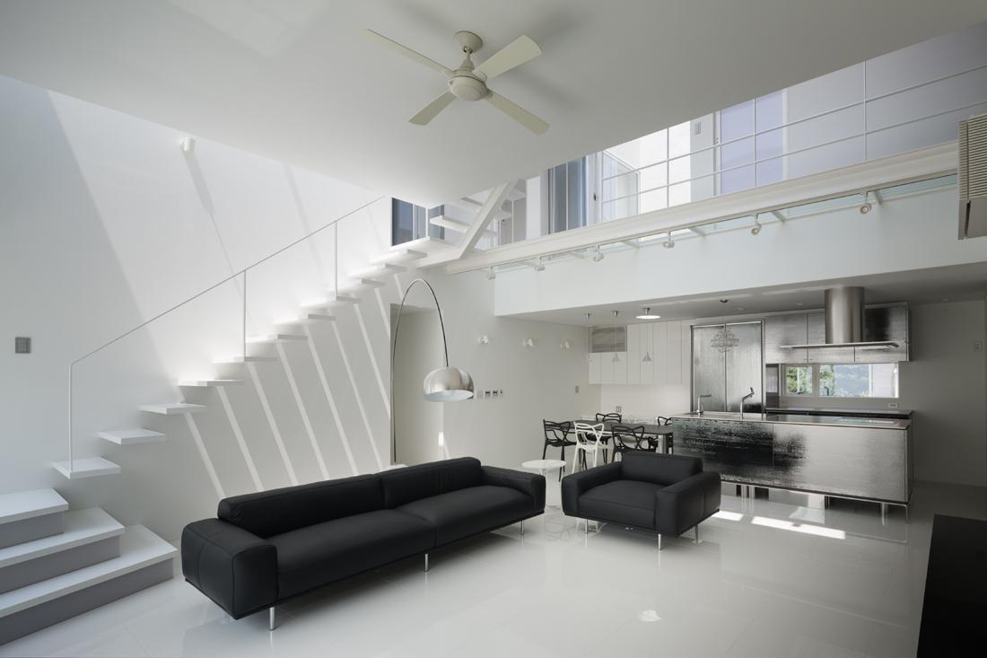 6COURT-HOUSE