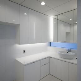 6COURT-HOUSE (シンプルな洗面室)