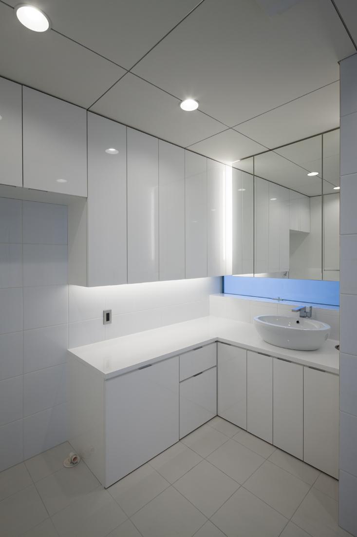 6COURT-HOUSEの写真 シンプルな洗面室