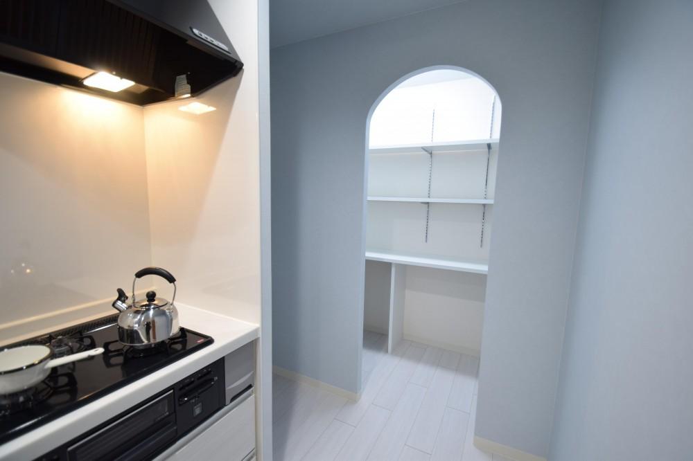 清潔感あふれる北欧スタイル (キッチン)