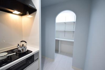 キッチン (清潔感あふれる北欧スタイル)
