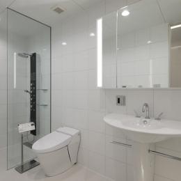 HACHIMAN-COMPLEX (清潔感のあるシャワールーム、トイレ、洗面台)